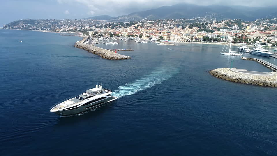 The Boat Show - Super Yachts