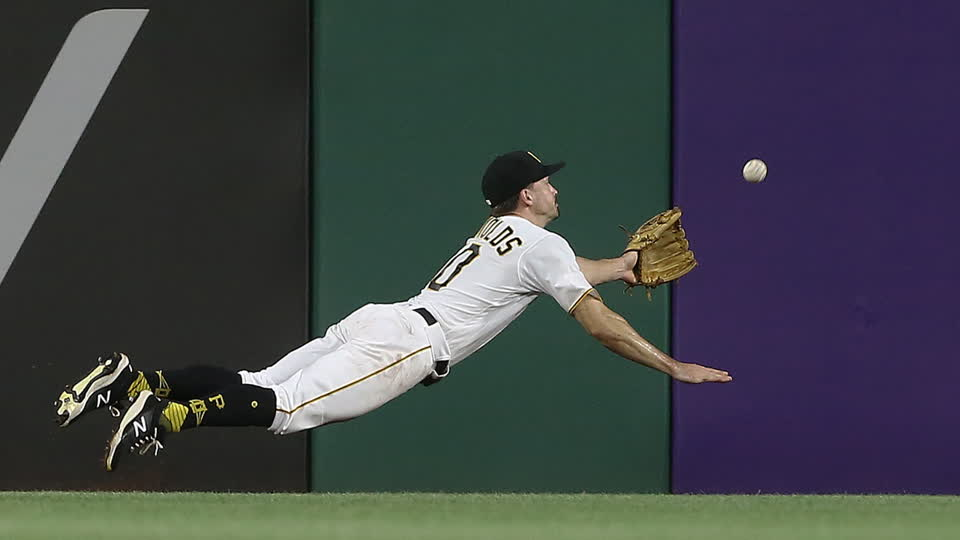 Bryan Reynolds Makes Great Diving Catch