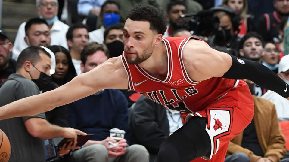 Shams Charania: Zach LaVine to Play Through Small Ligament Tear in Thumb