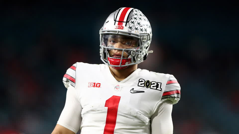 Should the Chicago Bears Start Justin Fields Right Away? | Trash & Treasure Clips