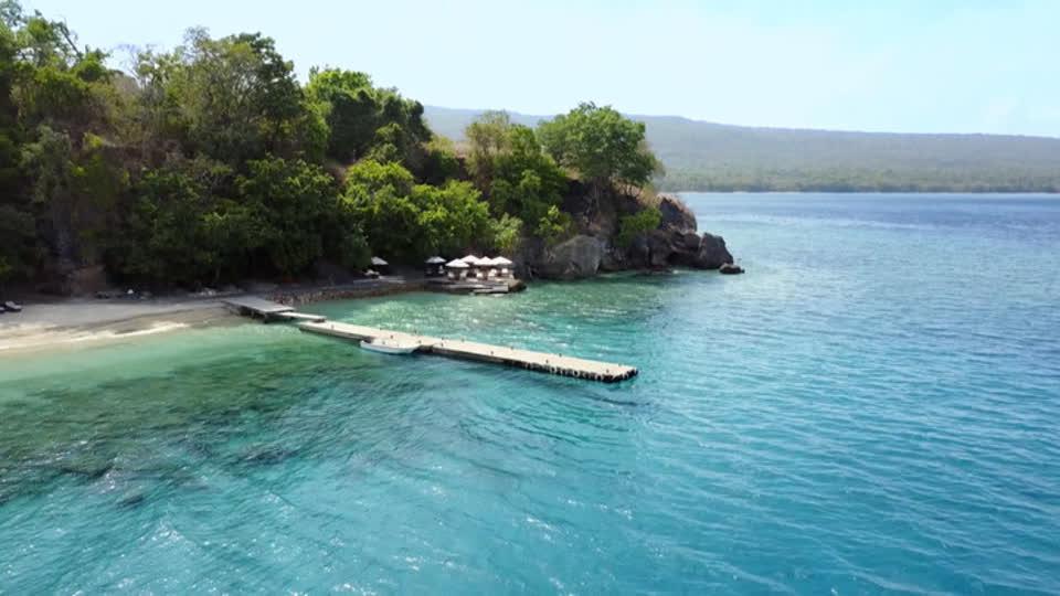 Glamping Adventures S01 E07 - Amanwana, Moyo Island (Indonesia)