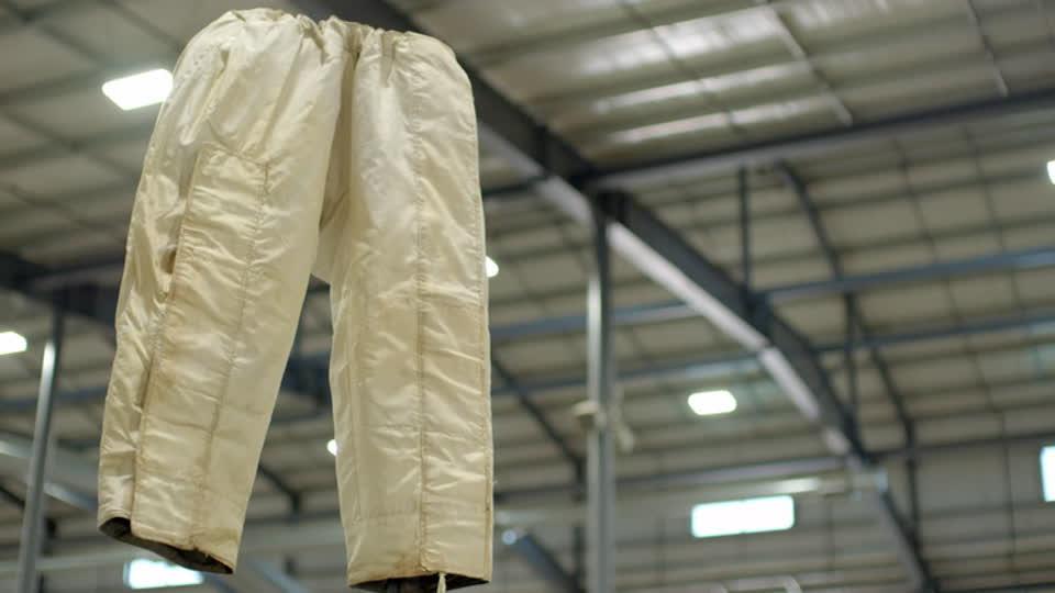 Vintage Tech Hunters S01 E04 - Bohus and Shaun…Buy Space Pants